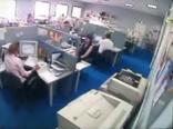 Плохой день в офисе, прикольное видео.