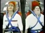Злая мама ржет над толстым сыночком, смешное видео.