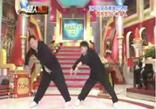 Японскиие парни классно танцуют брейк. Прикольное видео.